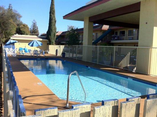 Days Inn by Wyndham Gilroy: Charming Pool Deck Experience