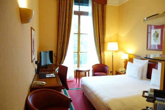 Hotel Metropole Geneve: room on first floor