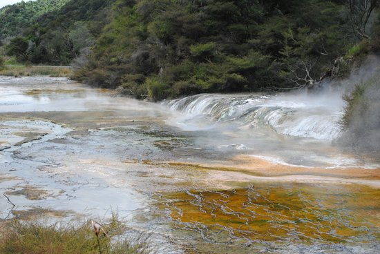 Waimangu Volcanic Valley: Nature works the colours