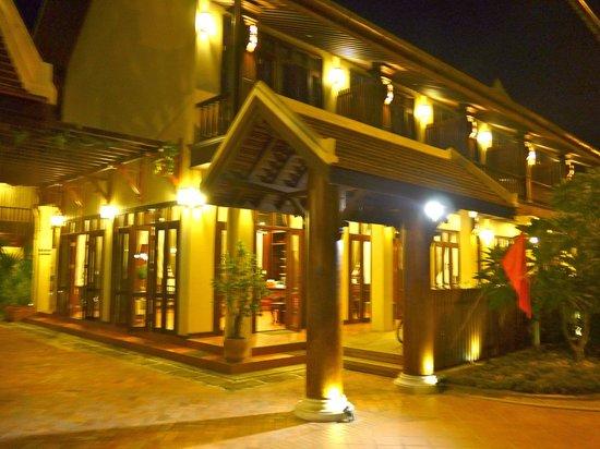 Sada Hotel: entrada del hotel