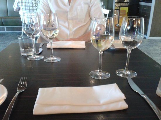 Ibis Hamilton Tainui : Wines with dinner