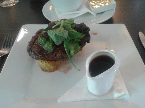 Ibis Hamilton Tainui : Fiance's steak