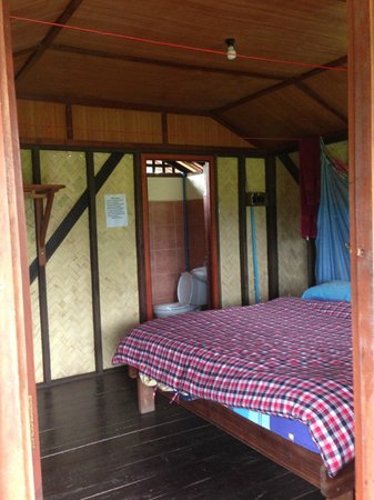 Maylyn Guest House: Our bungalow room