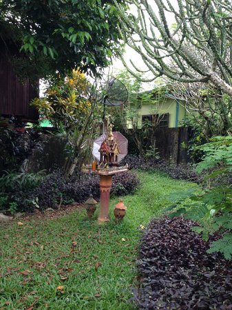 Maylyn Guest House: Spirit house in the gardens