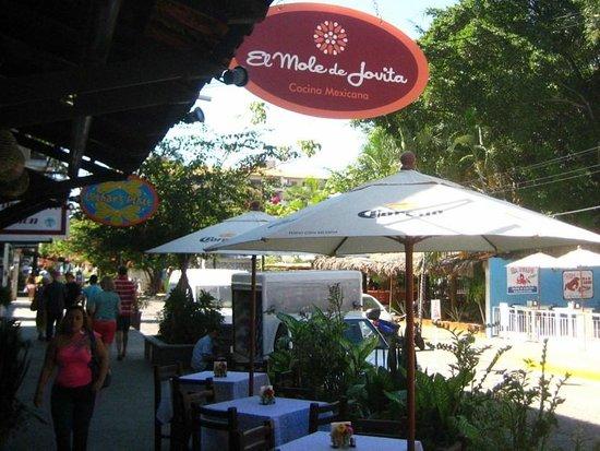 El Mole de Jovita: Tables on the sidewalk