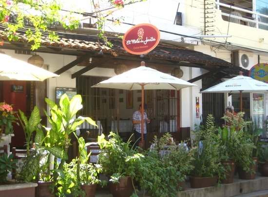 El Mole de Jovita: Has a local feel