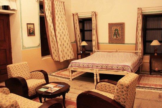 Neemrana's - Piramal Haveli: The White Room
