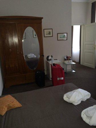 Hotel Leonardo Prague: Wardrobe in Room