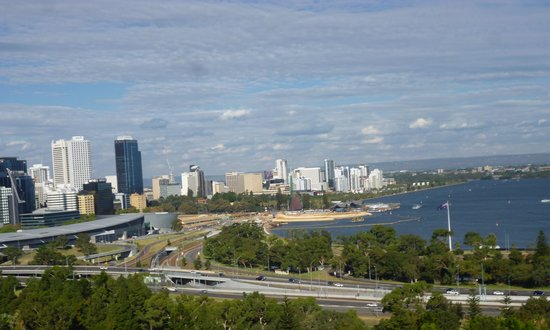 Fraser Avenue Lookout: View of the City from Kaarta Gar-Up Lookout