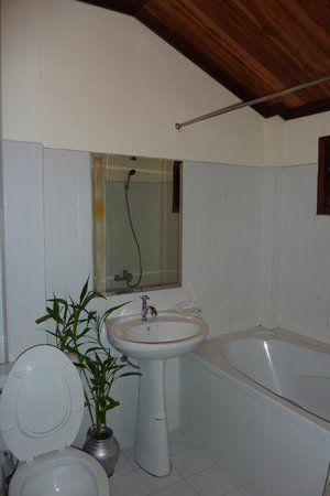 Ammata Guest House: Our bathroom