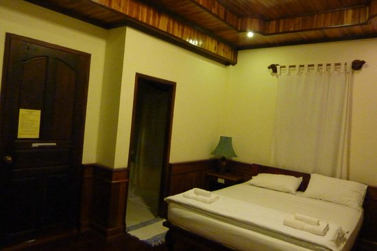 Ammata Guest House: Our room - photo taken at night