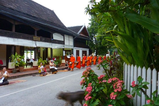 Ammata Guest House: Alms giving