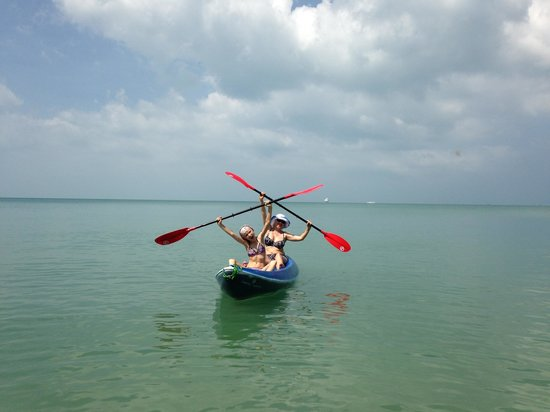 Kanok Buri Resort: можно брать кайяк напрокат, это-супер!