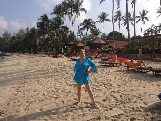 Kanok Buri Resort: пляж в отеле