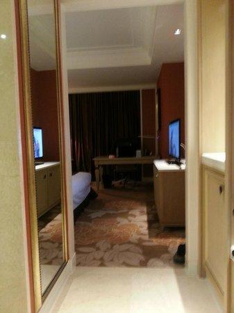 Tonino Lamborghini Hotel Kunshan - City Center : Entrance to the room