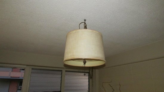 Hawaiian King: Dirty lamp shade