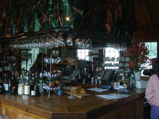 Fleurs Place: Bar