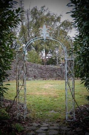 Benbow Historic Inn: the Gardens