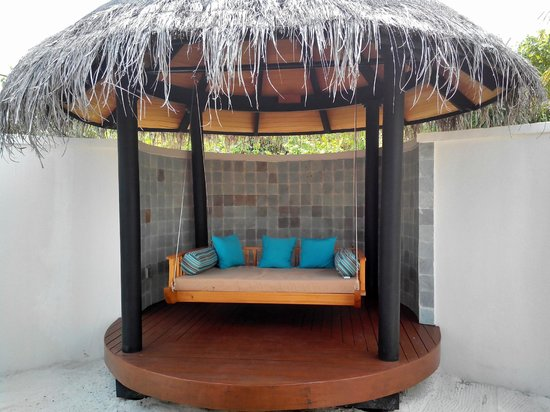 The Sun Siyam Iru Fushi Maldives: wooden swing bed