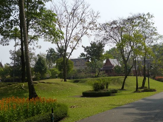King Rama II Memorial Park: A general view of the gardens