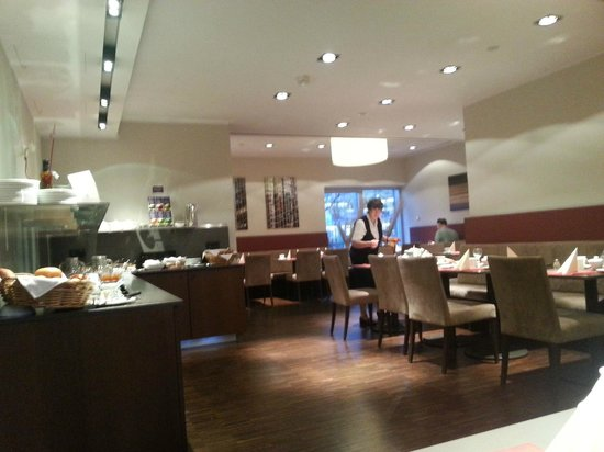 Hotel Königstein: Breakfast area - the whole offer is on the left side