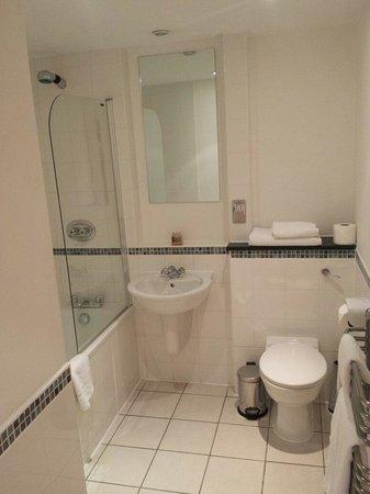 Marlin Apartments Queen Street: Badezimmer