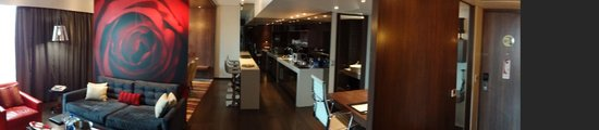 Crowne Plaza Johannesburg - The Rosebank: Room 763 - The Kitchen and Bar