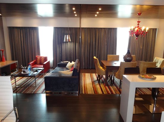 Crowne Plaza Johannesburg - The Rosebank: Room 763 - The Lounge and Dining Areas
