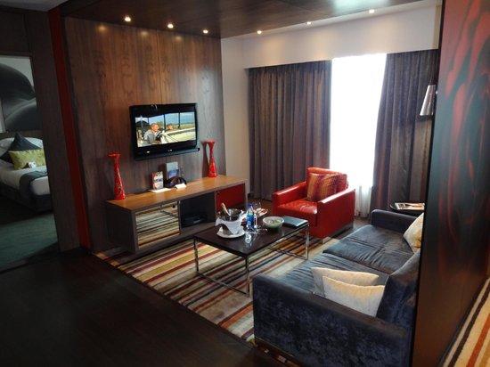 Crowne Plaza Johannesburg - The Rosebank : Room 763 - The Lounge Area