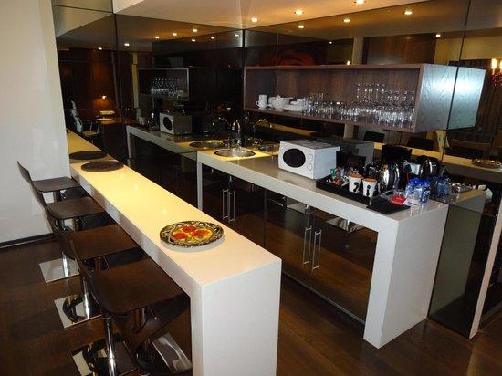 Crowne Plaza Johannesburg - The Rosebank : Room 763 - The Bar and Kitchen