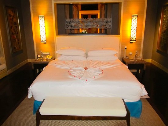 Shangri-La's Villingili Resort and Spa Maldives: the deco on our bed
