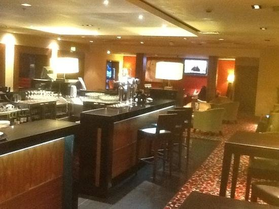 Manchester Airport Marriott Hotel : bar lounge