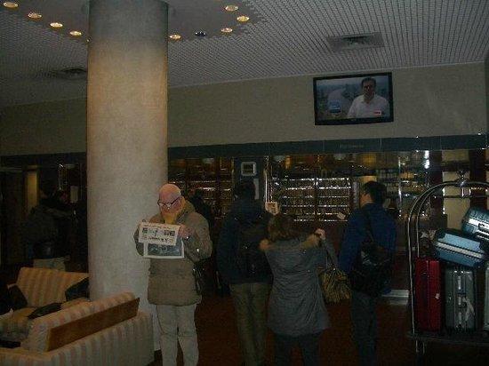 Michelangelo Hotel: ロビー・フロントの様子
