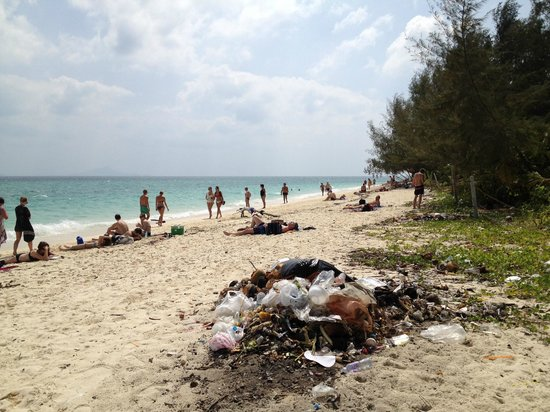 Poda Island, sa mer turquoise et… ses ordures