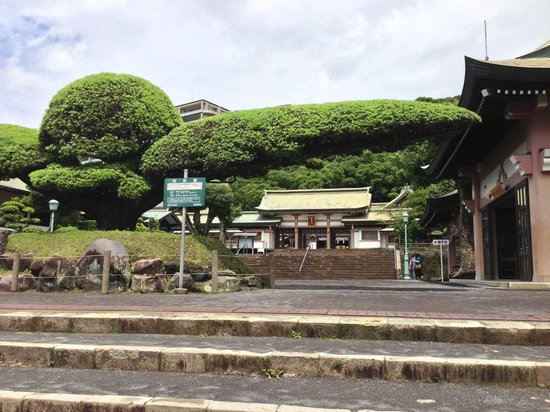 Terukuni Shrine: 鶴が翼を広げたよう