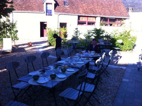 La Ferme d'O: Frühstück im Freien  - wo gibts das denn noch ?