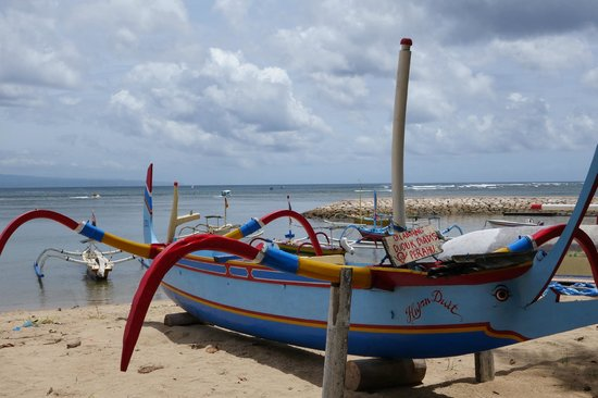 Segara Village Hotel : Sanur beach - local fisherman boats