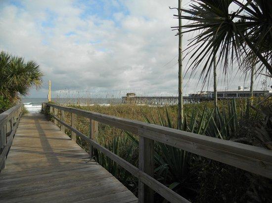 Best Western Cocoa Beach Hotel & Suites : l'accès à la plage