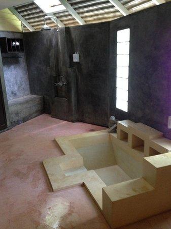 Pariya Haad Yuan: просторная ванная комната