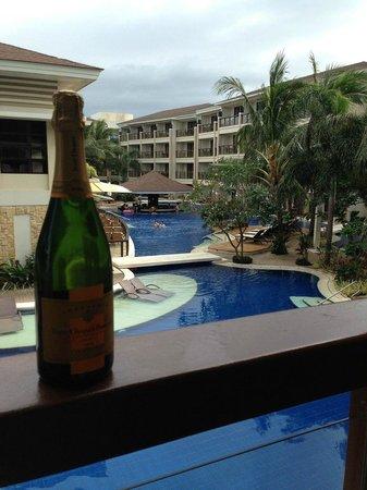 Henann Lagoon Resort: Вид из номера на бассейн