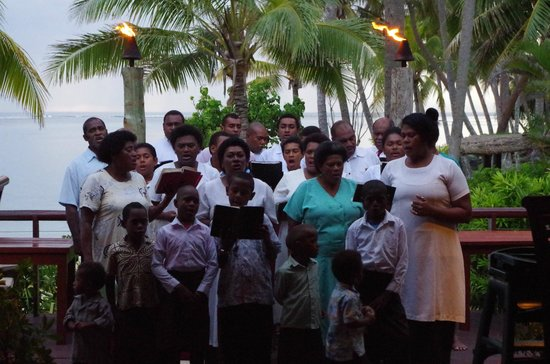 Outrigger Fiji Beach Resort: The local church choir serenading guests at the Sundowner