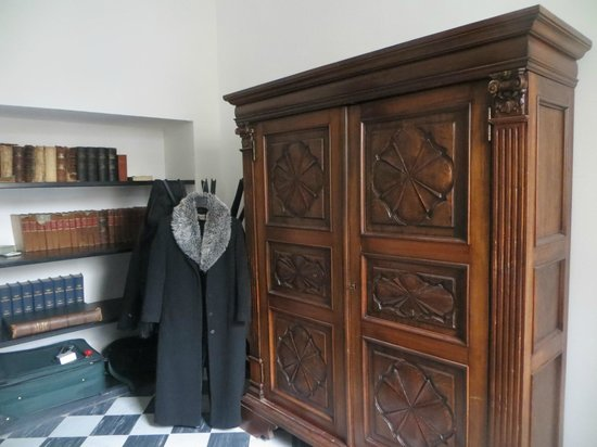 Locanda di Palazzo Cicala: some old fashioned furniture (which we liked)