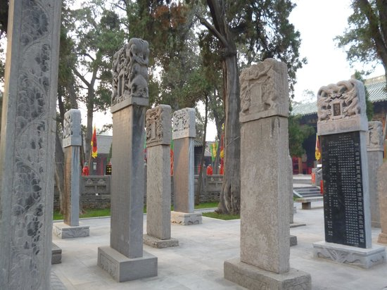 Guanlin Temple (General Guan's Tomb) : Tablets in surroundings area