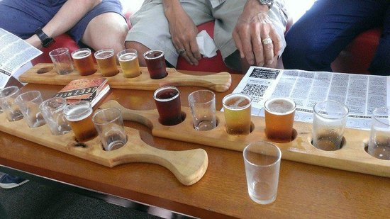 Bluetongue Cafe: Beer paddles