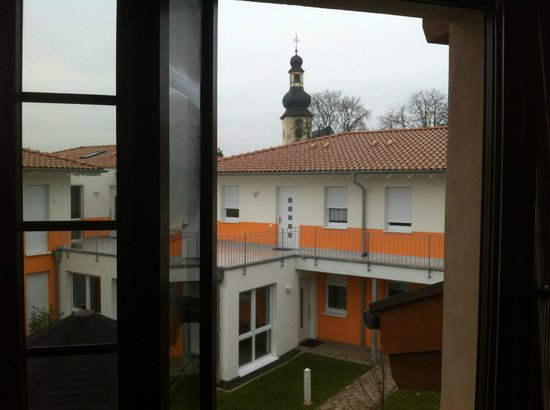 Hinterconti: Innenhof des Altenheims