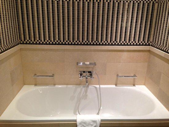 Hotel de Rome: Ванна