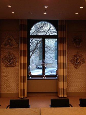 Hotel de Rome: Конференц-зал, вид из окна