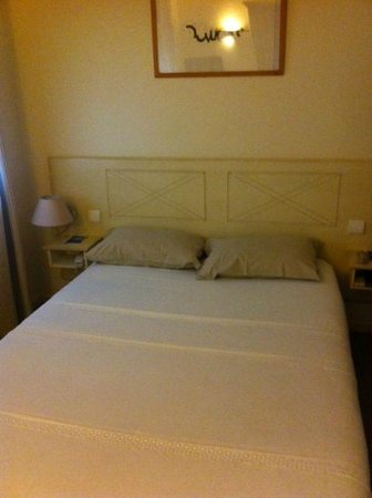 St Claire Hotel : Bedroom - very clean, modern and comfortable