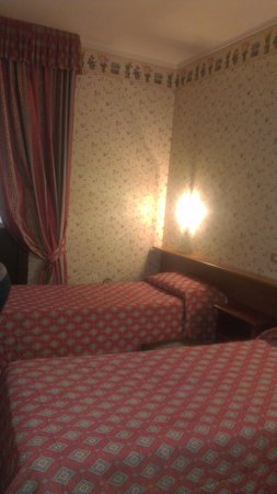 Hotel Plaza Torino : the room with the extra small beds