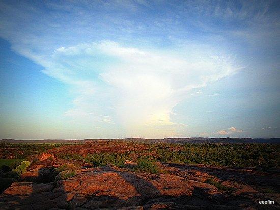 Ubirr: Величественные облака на закате, вид со скалы Убир.